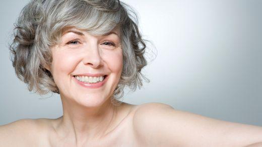 Hormontherapie: Positive Effekte auf Haut und Haare?